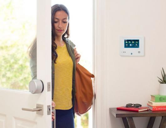 August_Smart Lock Pro_Door Open_Woman