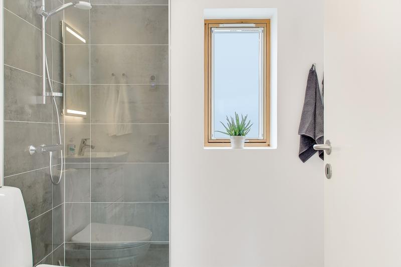 Bathroom of The Biological House by Een til Een