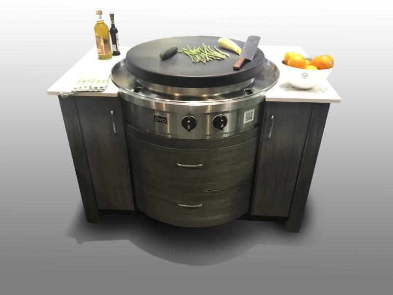 Naturekast Evo cabinet with outdoor cooktop