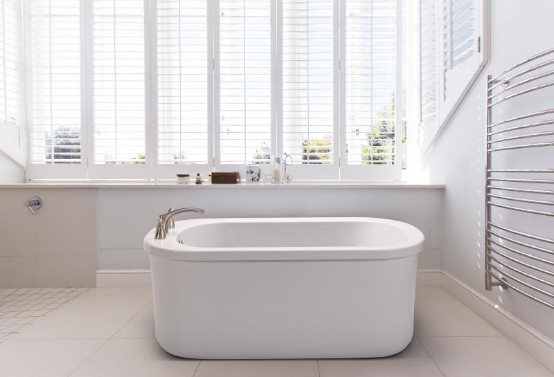 MTI Basics freestanding bath tub