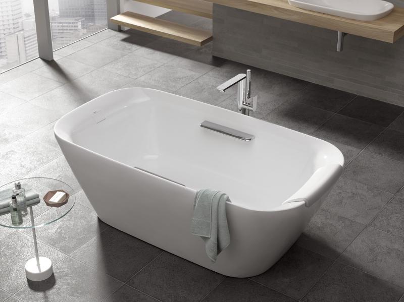Toto NEOREST Freestanding soaker bath tub